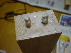 木ダボを入れてボンドを塗る