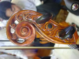 大内啓さんのヴァイオリンのスクロール